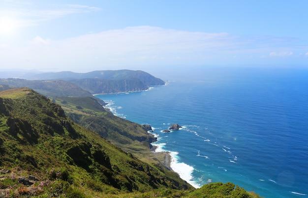 ガリシアのコルーニャ県のオルテガル岬の写真 Premium写真