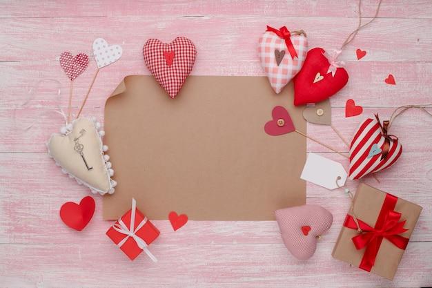分離された素朴なスタイルで幸せなバレンタインデー愛の祭典。 Premium写真