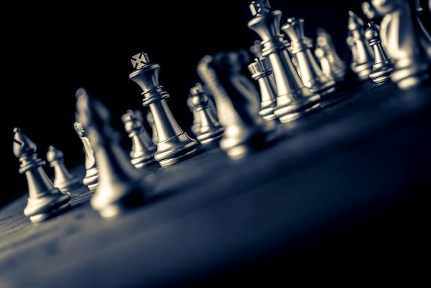 Шахматы настольная игра черный фон бизнес-стратегии решения Premium Фотографии