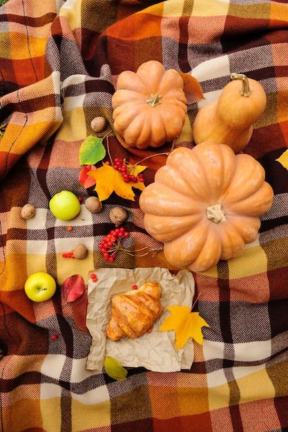 ロマンチックな秋の静物 Premium写真