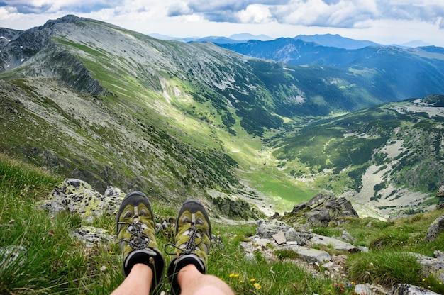 夏は山でのハイキング。 Premium写真