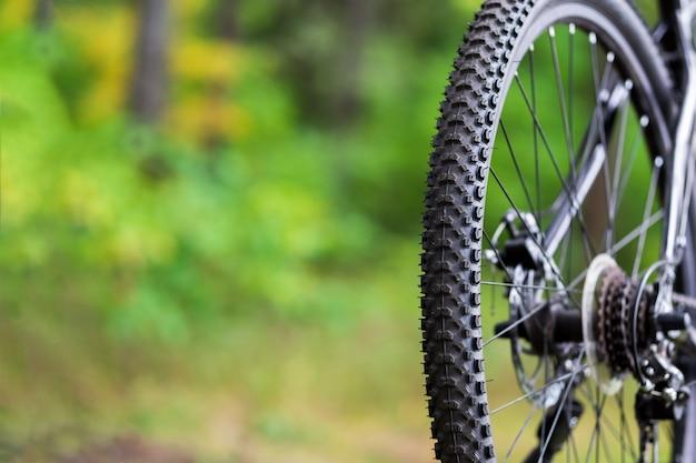 Крупный план велосипедов грязи шин. заднее колесо горного велосипеда Premium Фотографии