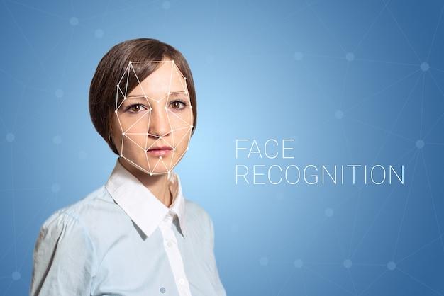 Биометрическая проверка обнаружения лица женщины, высокие технологии Premium Фотографии