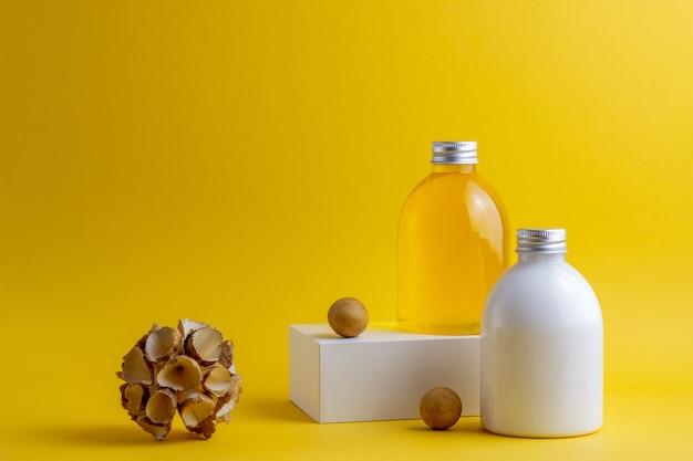 黄色の化粧品。ミニマリズム。スキンケア。 Premium写真