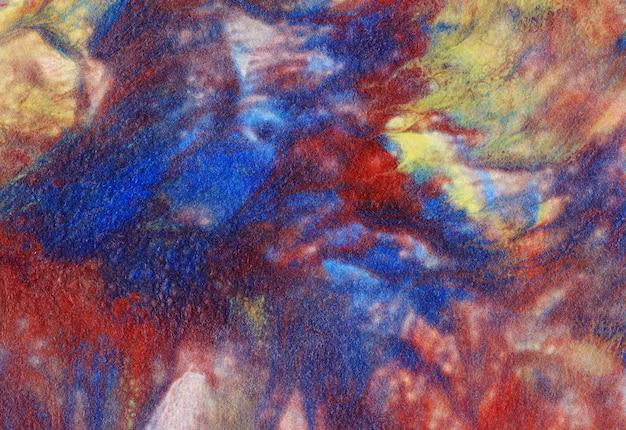 アクリル絵の具のイラスト:青、黄、赤の壮観な汚れ。 Premium写真