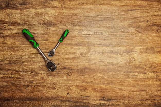 ネジ、ボルト、ナットを緩めるためのツールヘッドのセット。 Premium写真
