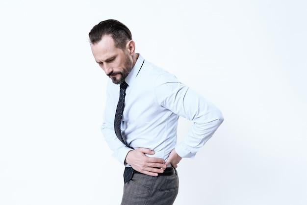 若い男が腹痛をする。 Premium写真