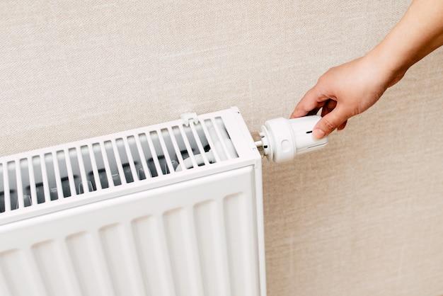 アパートの暖房用バッテリーまたはシステム Premium写真