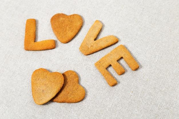 自家製クッキーからの愛という言葉。 Premium写真