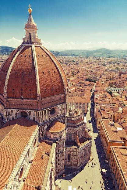 イタリア、フィレンツェの花の聖マリア大聖堂。 Premium写真