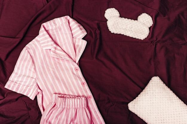 Розовая пижама для девочек, пушистая маска для глаз для сна Premium Фотографии