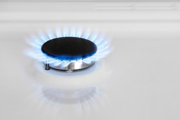 ガスストーブ。ガスバーナー。家の中の天然ガス。ブータン、プロパン。 Premium写真