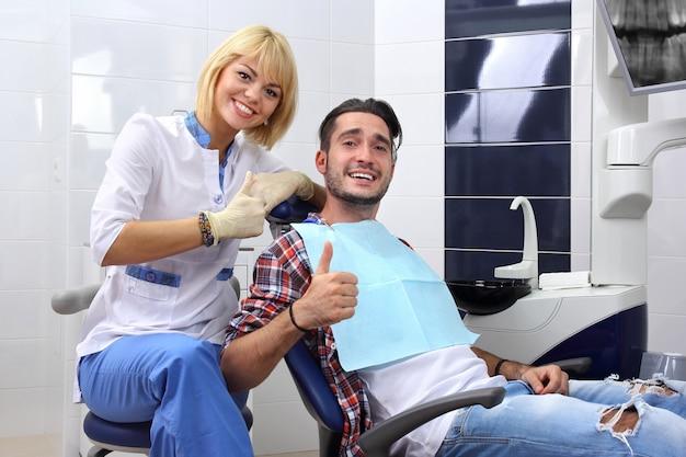 健康な歯のコンセプト。 Premium写真