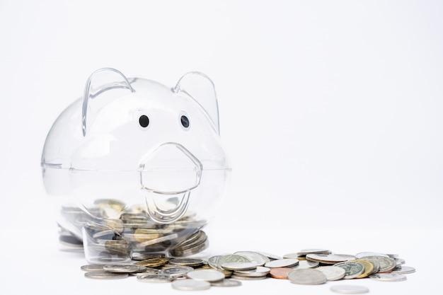 貯金箱からのコインスタック。お金の節約、退職。 Premium写真