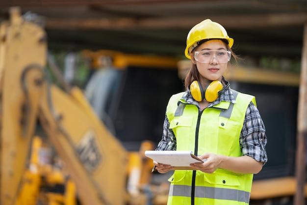 Девушка строитель работа веб девушка модель это что такое