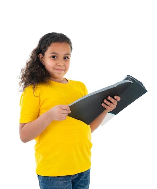 本を読んで美しい若いティーンエイジャー Premium写真