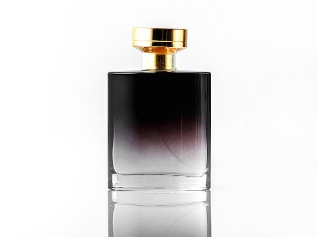 Вид спереди черного аромата с золотой крышкой на белом изолированном столе Бесплатные Фотографии