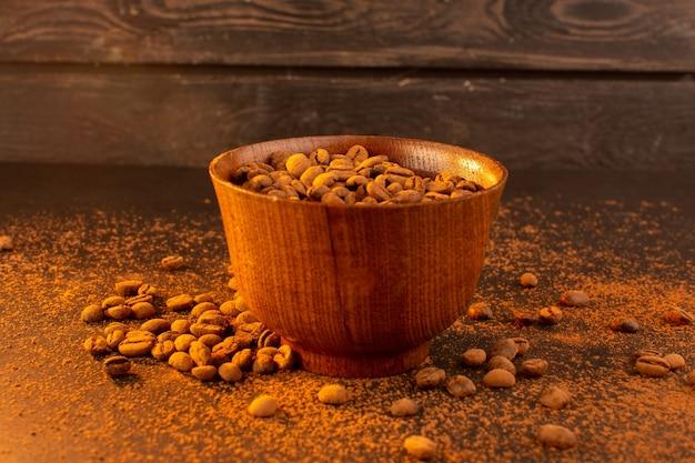 茶色のコーヒー種子の茶色のプレート内の正面図茶色のコーヒー種子 無料写真