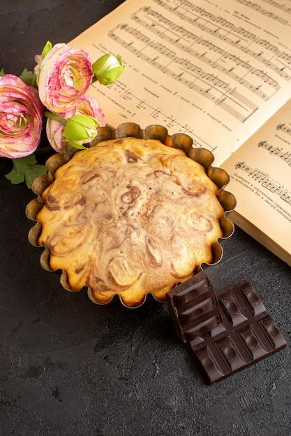 正面から見たチョコケーキのケーキパンとチョコバー甘くておいしいケーキベーカリーペストリー甘さ 無料写真