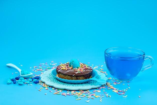 正面から見たチョコレートドーナツ、ブルー、キャンディードリンク、甘いブルー 無料写真