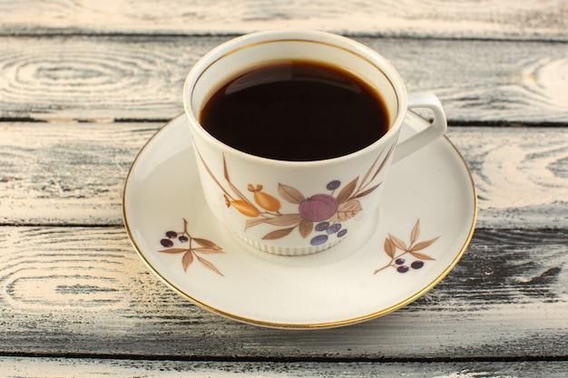 灰色の素朴なデスクコーヒーホットドリンクにホットと強いコーヒーの正面図カップ 無料写真