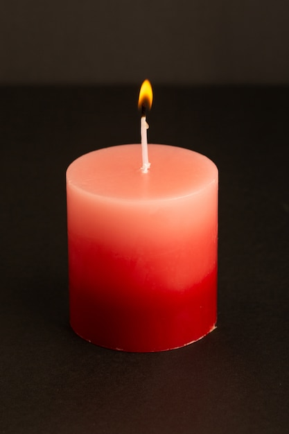 正面の赤いろうそく照明分離溶融光火炎 無料写真