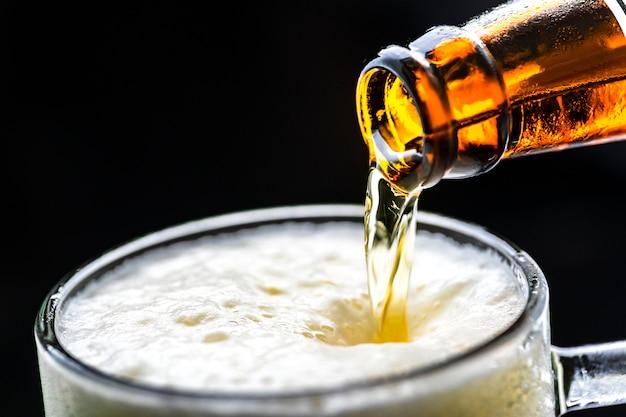 冷たいビールマクロ写真のガラス 無料写真