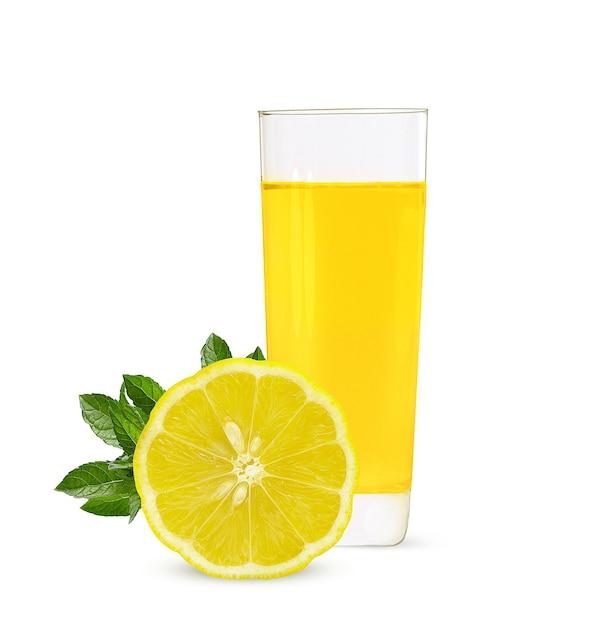 熟したレモンとレモンジュースのガラス Premium写真