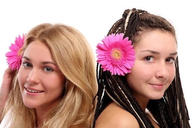 美しい若い女性のグループ 無料写真