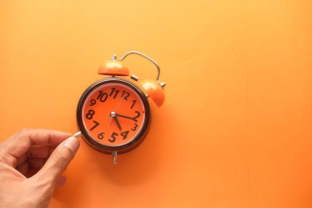 時計を持っている手 Premium写真
