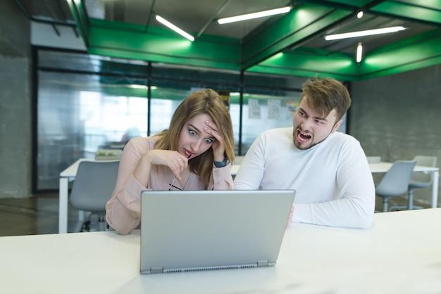 Девушка кричит на работе фото девушки в работе