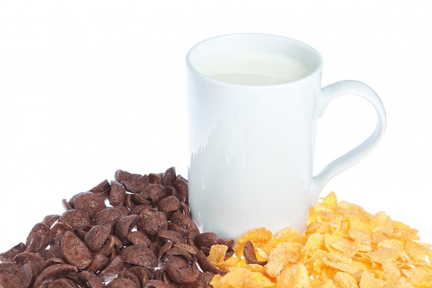 Кружка молока на зерновых Premium Фотографии