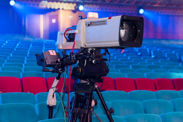 コンサートやイベントを撮影するためのプロ用テレビカメラ Premium写真