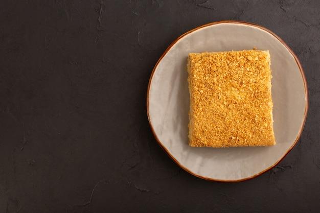 Вид сверху кусочек медового торта вкусный Бесплатные Фотографии