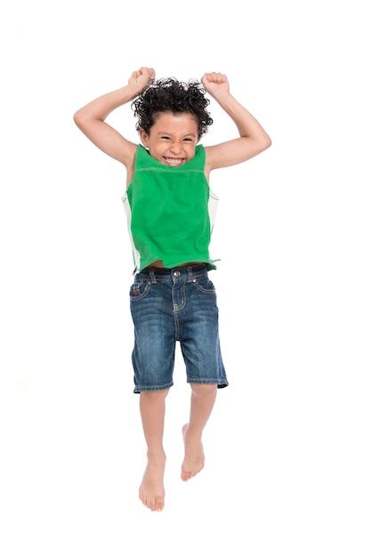 ジャンプアクティブなうれしそうな少年 Premium写真