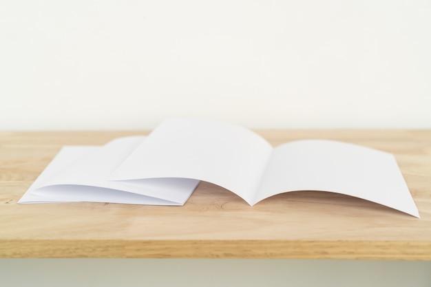 A4 half-fold brochures Premium Photo