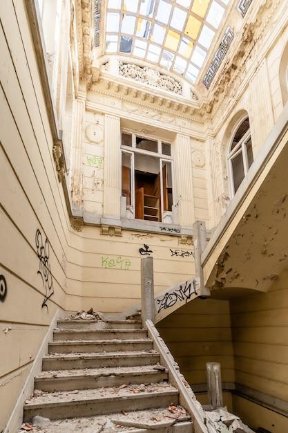 Abandoned and ruined manor Premium Photo