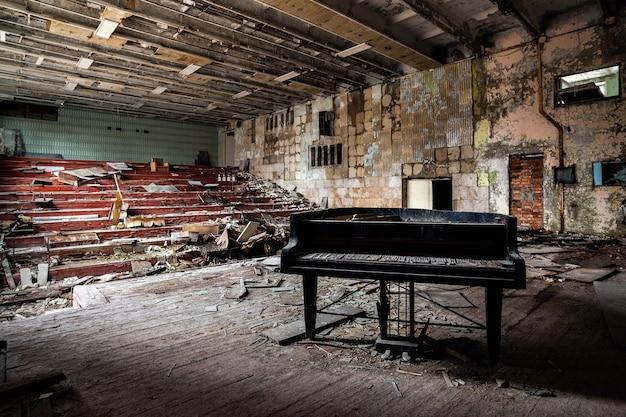 프리 피 야티의 버려진 극장 무료 사진
