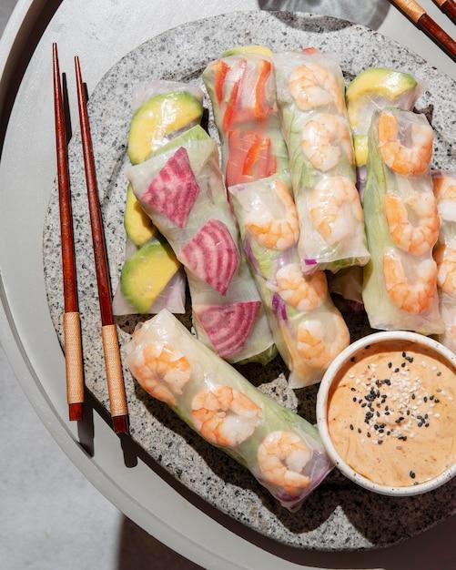 접시에보기 아시아 음식 위 무료 사진