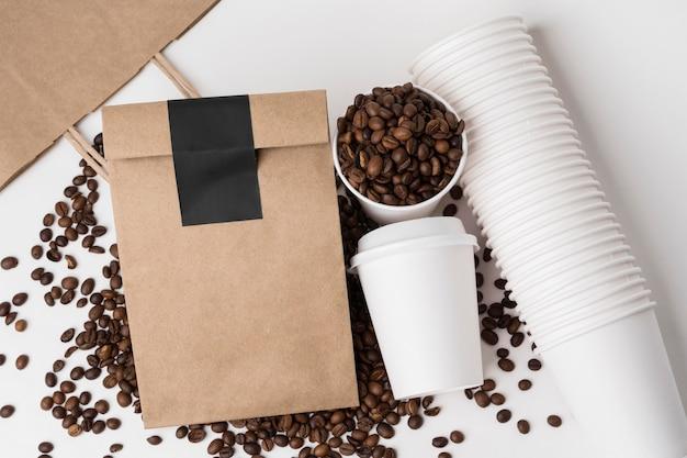 Выше видны элементы брендинга кофе Бесплатные Фотографии