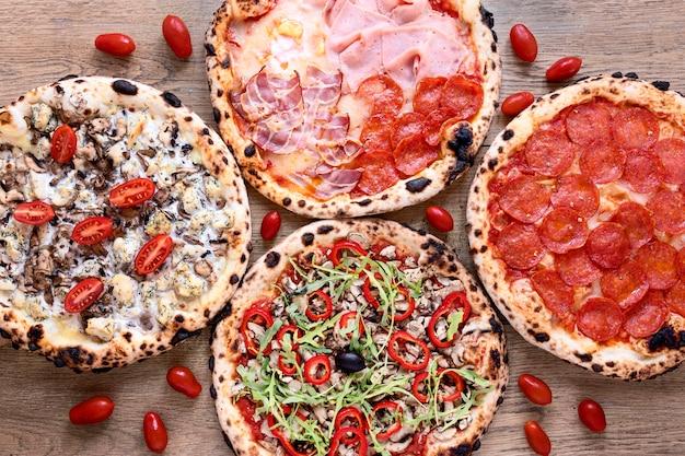 Выше вид вкусной пиццы Бесплатные Фотографии