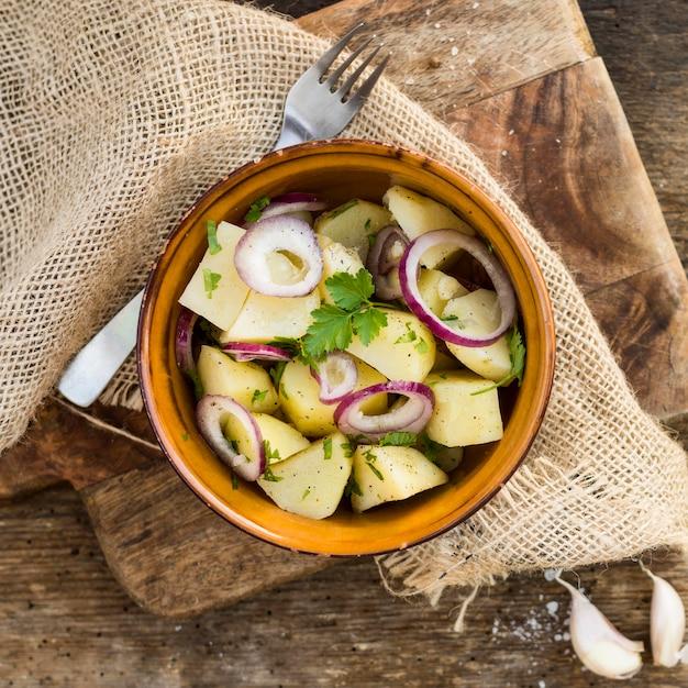 Выше вид вкусный картофельный салат Бесплатные Фотографии