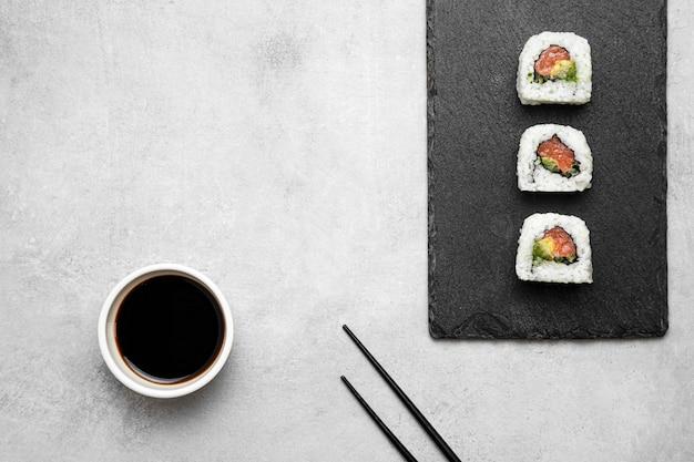 Вид сверху вкусные суши на борту Бесплатные Фотографии