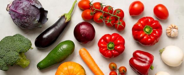 上図さまざまな野菜の配置 無料写真