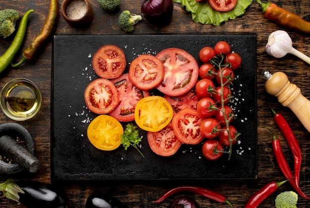 Расположение ломтиков помидора сверху Бесплатные Фотографии