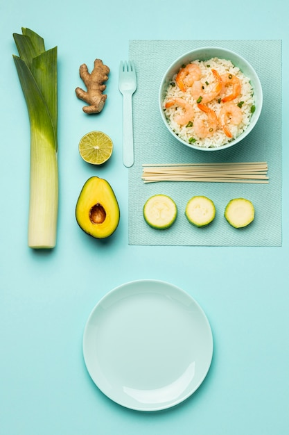 上図野菜と魚の食事 無料写真