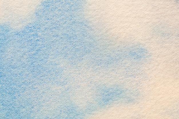 Абстрактное искусство фон светло-голубого и белого цветов. акварельная живопись на холсте с мягким градиентом неба. фрагмент произведения искусства на бумаге с узором облака. фон текстуры. Premium Фотографии