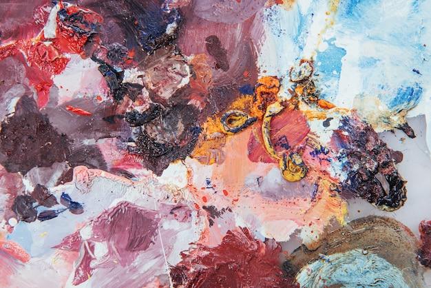 抽象芸術の背景。キャンバスに油彩画。色とりどりの明るい質感。アートワークの断片。オイルペイントの斑点。ペイントの筆。 Premium写真