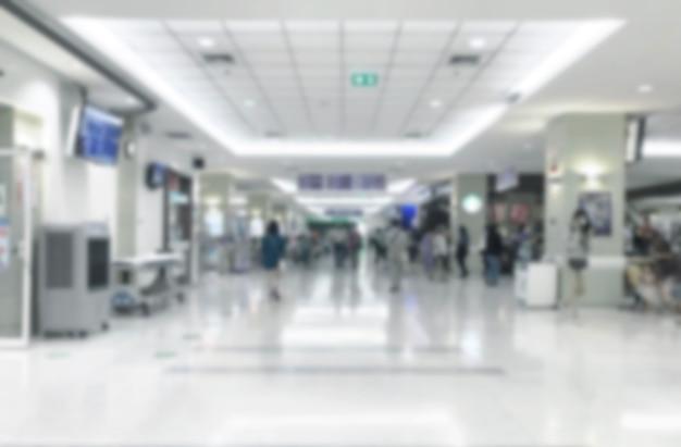 Абстрактное размытие, прогулка по вестибюлю больницы для ожидания врача Premium Фотографии
