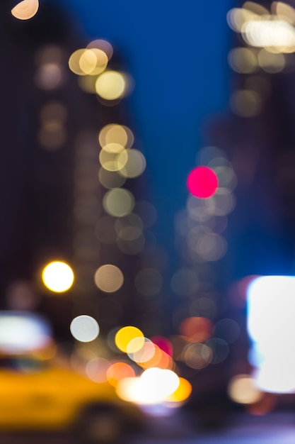 Абстрактный фон затуманенное города. уличные фонари большого города в ночное время. огни и тени нью-йорка Premium Фотографии